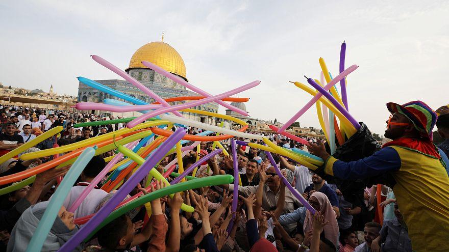 ما هي الدول التي أعلنت الأربعاء والخميس أول أيام عيد الفطر؟