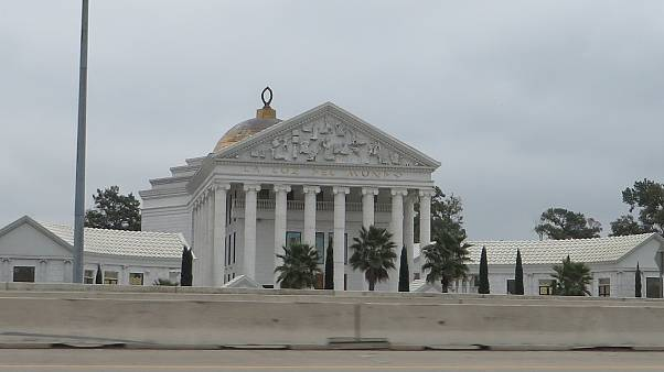 Imagen del templo de La Luz del Mundo en Houston, Texas