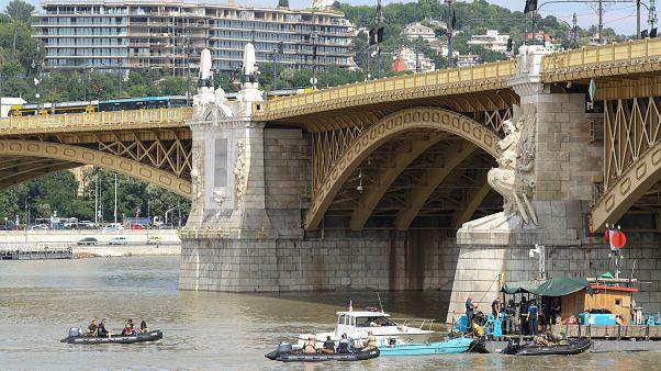 Dunai hajóbaleset: elindult az úszódaru