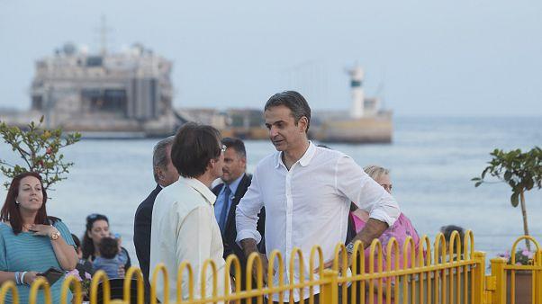 Ο πρόεδρος της ΝΔ Κ Μητσοτάκης, με τον νεοκλεγέντα δήμαρχο, Χρ.Βρετάκο