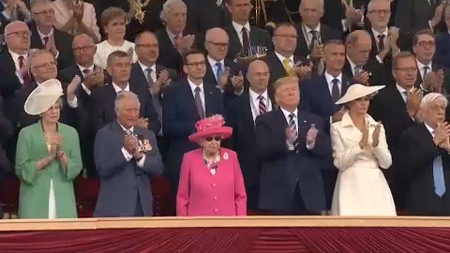 Donald Trump és II. Erzsébet közösen emlékezett a normandiai partraszállás hőseire