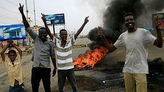 معترضان سودانی با رد پیشنهاد انتخابات زودرس به جنبش خود ادامه می دهند