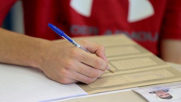 Μαθητές συμμετέχουν στις Πανελλαδικές Εξετάσεις
