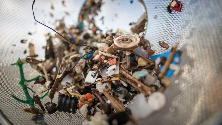 Yetişkin bir insan yılda ortalama 50 bin mikroplastik yutuyor