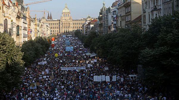 جمهوری چک؛ یکصدهزار نفر در پراگ خواهان استعفای نخست وزیر شدند