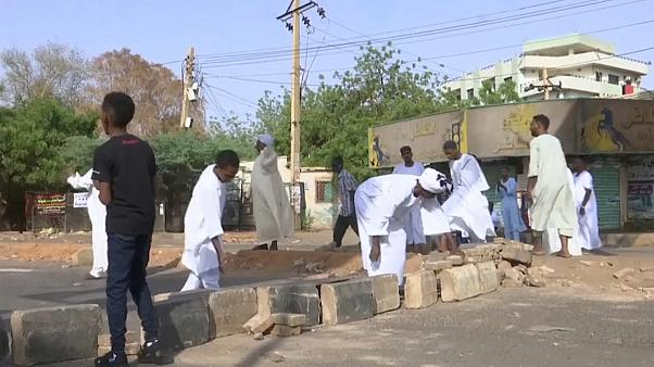 تصلب المواقف عنوان المرحلة في السودان.. دعوات للعصيان المدني لإجبار الجيش على التراجع