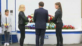 Macron rende omaggio ai martiri della Resistenza