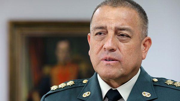 الجنرال لويس فيرناندو نافارو قائد قوات الجيش الكولومبي