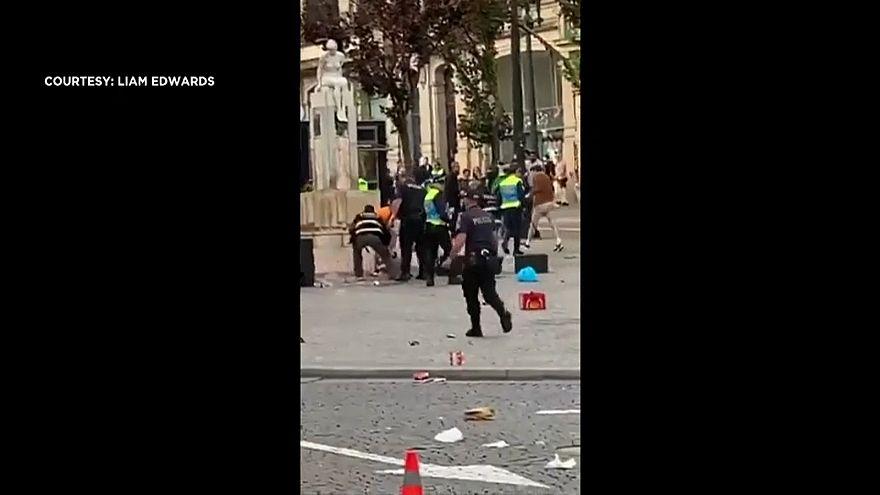 صورة من المواجهات في بورتو بين مشجعين إنجليز والشرطة البرتغالية