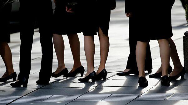 واکنش وزیر بهداشت ژاپن به کارزار مبارزه با پوشیدن اجباری کفش پاشنه بلند