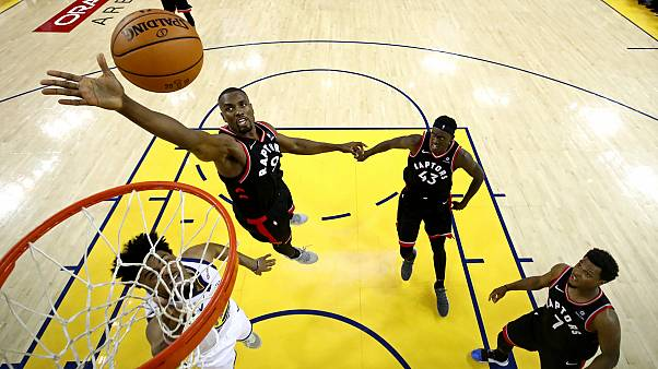 NBA final serisinde Golden State Warriors'u mağlup eden Toronto Raptors avantaj yakaladı