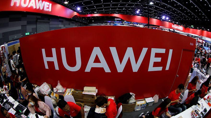 """""""Huawei ABD'nin kara listesine girdikten sonra ana tedarikçilerinden siparişleri azalttı"""""""