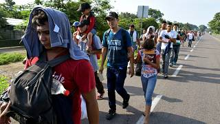 Messico ferma 420 migranti diretti negli Usa, Trump insiste sui dazi