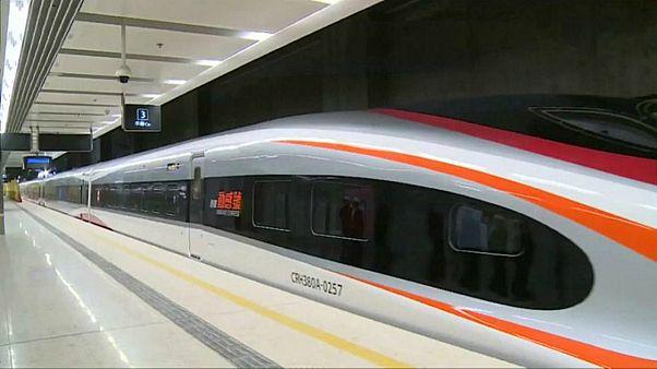 الصين تكشف عن قطار هو الأسرع في العالم وقد يفوق أحيانا سرعة الطائرة