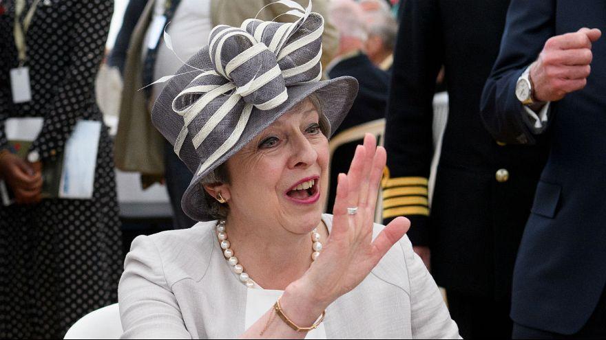 Távozik pártja éléről a brit kormányfő