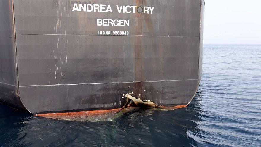 إحدى السفن التجارية التي تعرضت لأعمال تخريبية قرب إمارة الفجيرة في الإمارات