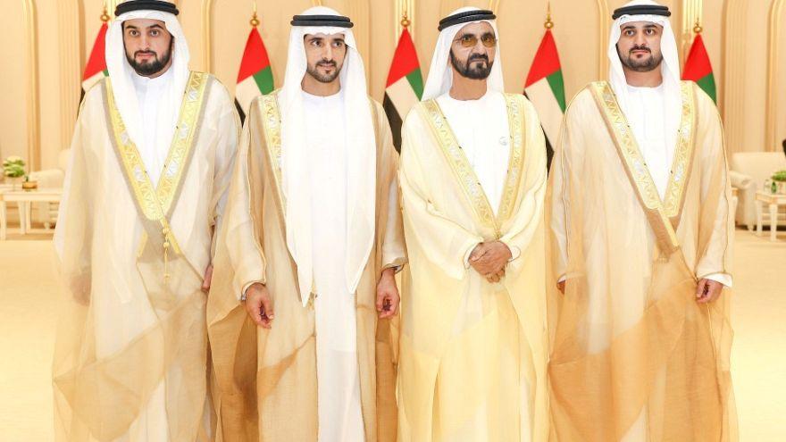 الشيخ محمد بن راشد مع ابنائه