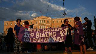 Grecia, il governo accoglie le proteste femministe