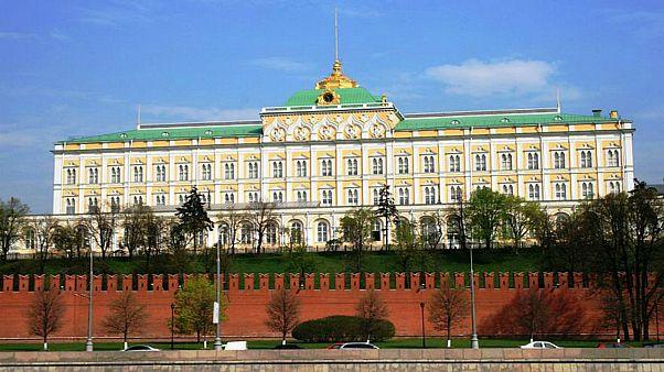 رداً على رفض ماي دعوة بوتين.. الكرملين: لن نغير سلوكنا