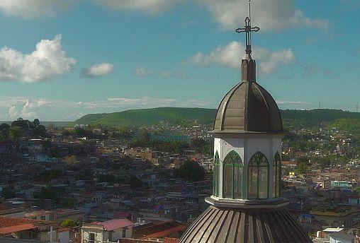 Santiago de Cuba: karibi hangulat francia vonásokkal