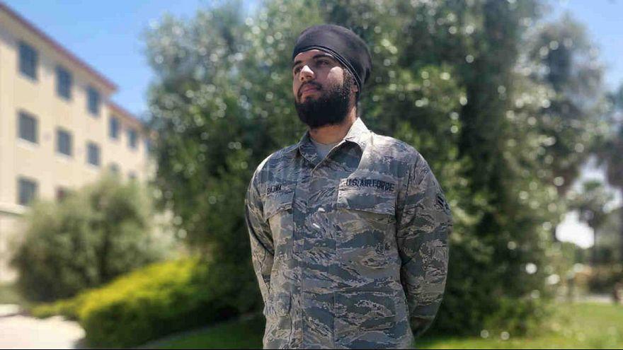 ارتش آمریکا برای اولین بار به یک نظامی سیک اجازه عمامه گذاشتن داد