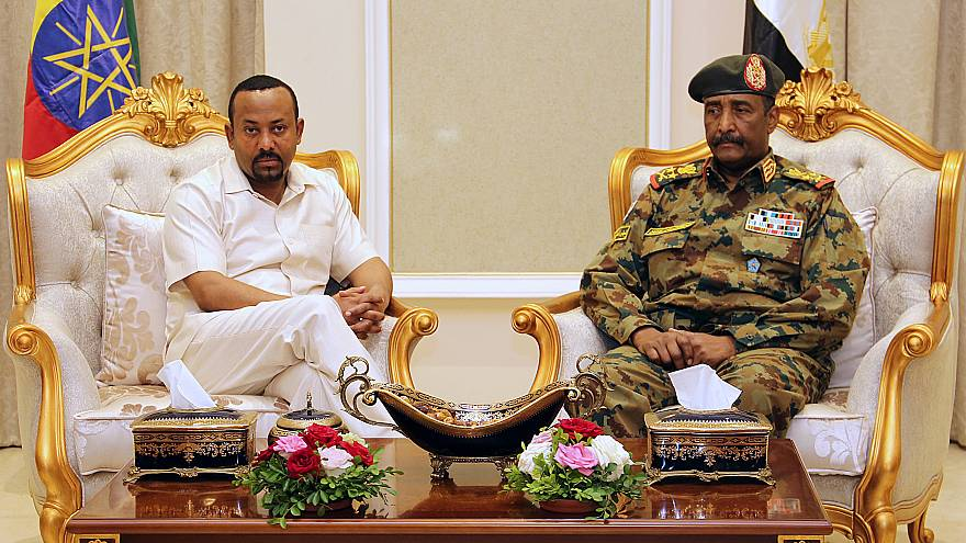 رئيس الوزراء الإثيوبي في الخرطوم ويلتقي رئيس المجلس العسكري في السودان