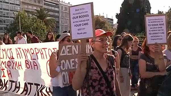 """Grecia rectifica la definición de violación e incluye """"falta de consentimiento"""""""