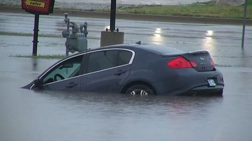 Chuvas fortes inundam estradas de Oklahoma
