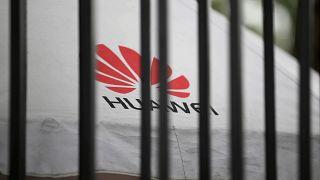 Facebook'tan Huawei'e ambargo: Uygulama telefonda ön yüklü olmayacak