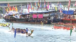 هزار قایقران در مسابقات قایقهای اژدهایی هنگکنگ