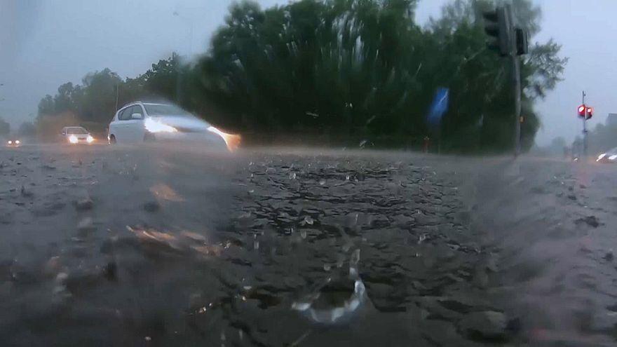 بارش باران سیلآسا و آبگرفتگی خیابانها در لهستان