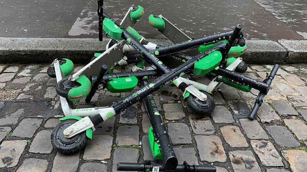 Paris vai proibir estacionamento de trotinetes nos passeios
