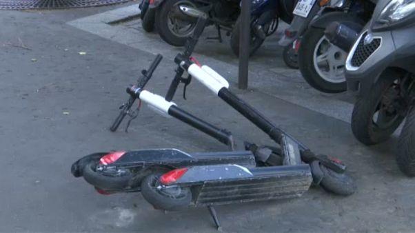 París pone fin a la anarquía de los patinetes eléctricos