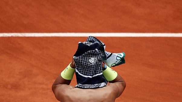 Super Rafa batte Federer e va in finale a Parigi