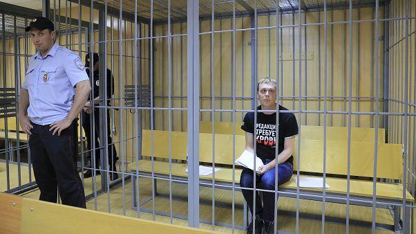 Журналиста Ивана Голунова привезли в суд из больницы