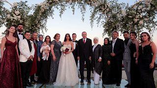 الرئيس التركي وعقيلته في حفل زفاف اللاعب مسعود أوزيل في إسطنبول. يونيو/2016