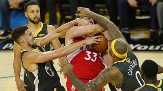 NBA Finalleri: Golden State Warriors'u mağlup eden Toronto Raptors ilk şampiyonluğuna çok yakın