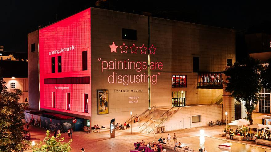 Projection of an actual visitor rating of the Leopold Museum in Vienna