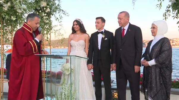 A török elnök volt Mesut Özli esküvői tanúja