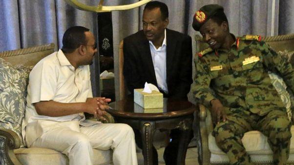 Etiyopya Başbakanı Ahmed General Abdül Fettah el-Burhan ile birlikte