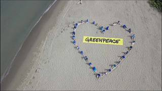 شاهد: كيف أحيت منظمة السلام الأخضر اليوم العالمي للمحيطات على الشواطىء