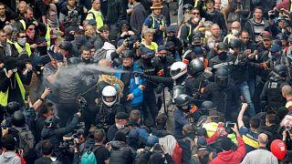 تراجع أعداد محتجي السترات الصفراء واشتباكات محدودة مع قوات الأمن