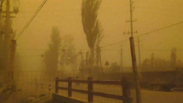 طوفان شن در چین روز را شب کرد
