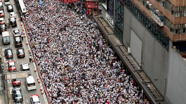 Hundreds of thousands march against extradition bill in Hong Kong