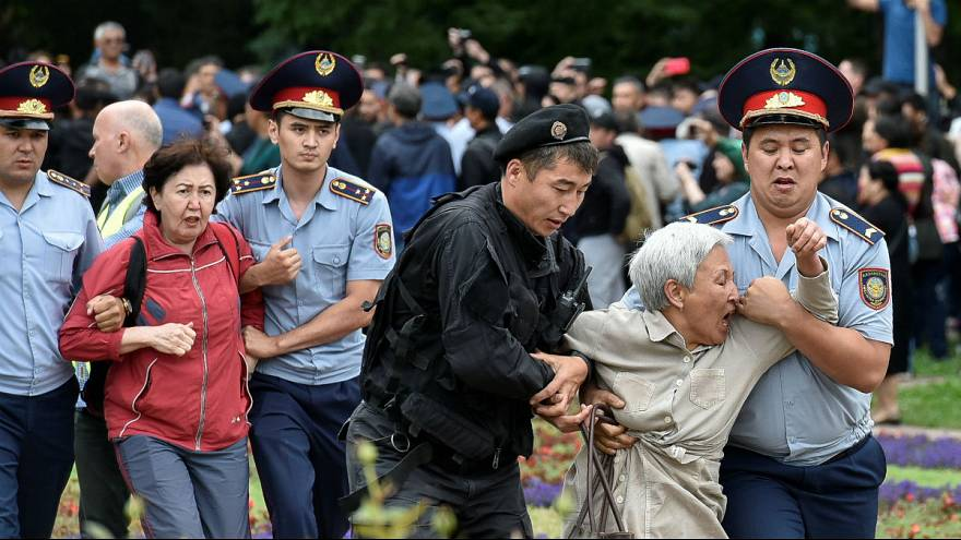 صدها معترض در قزاقستان در روز انتخابات بازداشت شدند