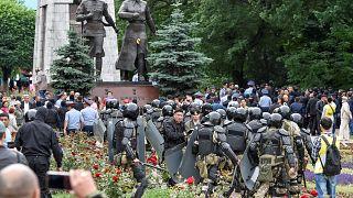 قوات خاصة تعتقل المئات من المعارضين لمسار الانتخابات التي هندسها نزارباييف