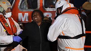 105 migrantes rescatados llegan al puerto de Motril