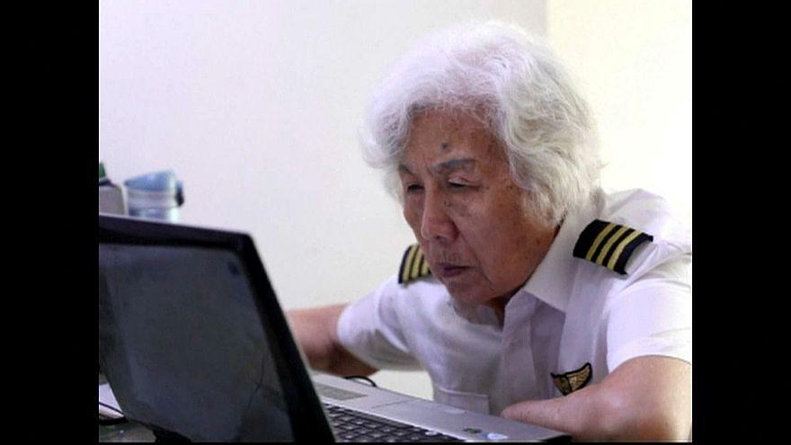 شاهد: لا توجد متعة تضاهي قيادة الطائرة بعد الثمانين من العمر