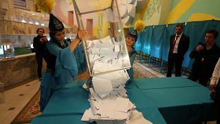 انتخابات كازاخستان: النتائج الأولية تشير إلى فوز توكاييف بنسبة 71 % من الأصوات