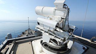 فرنسا تدخل حرب الفضاء.. تطوير أسلحة ليزر لتعطيل الأقمار الاصطناعية